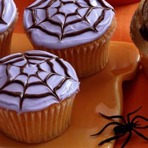sweet-spider-cake-plus-more-halloween-party-food-ideas